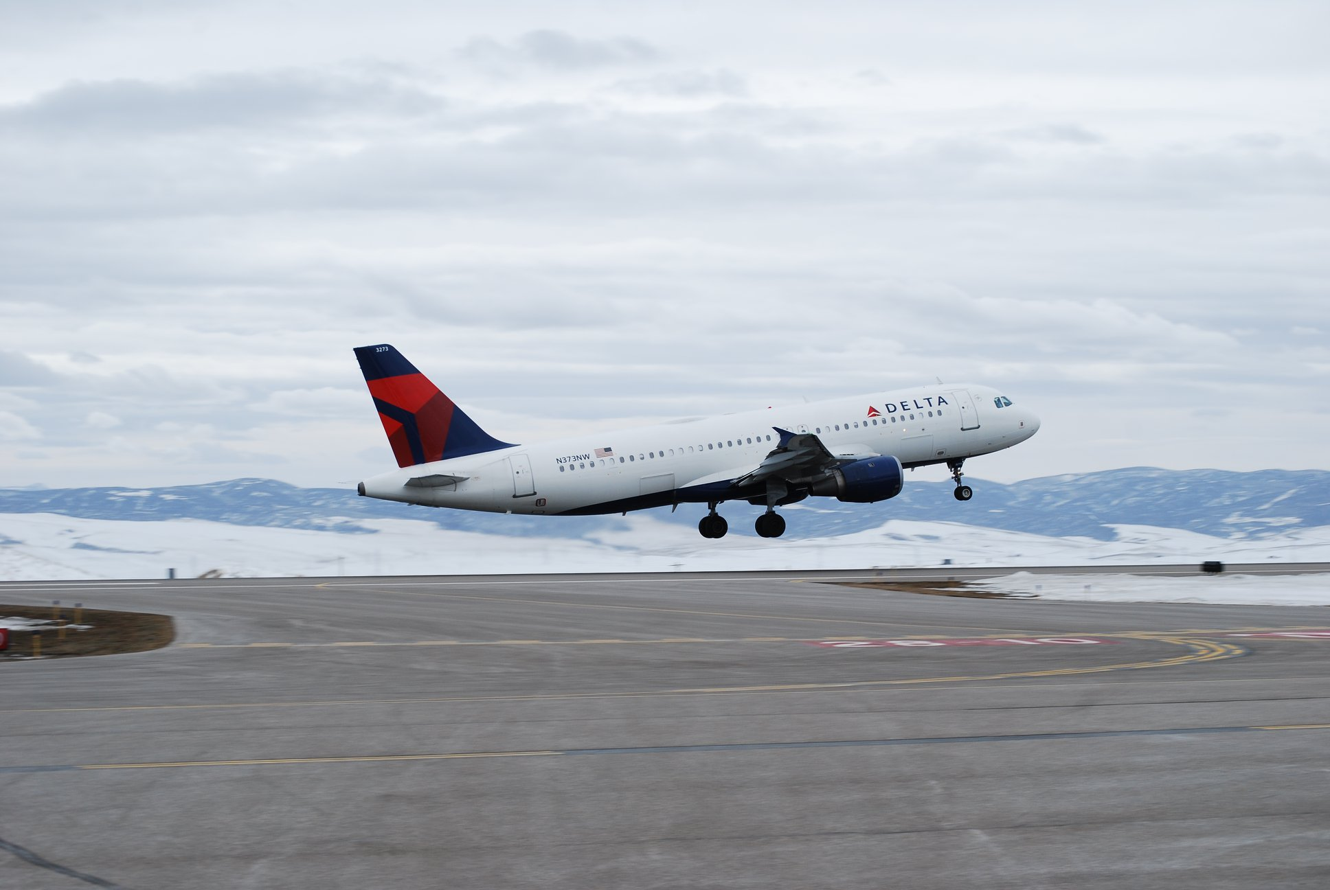 Delta airplane at yampa valley regional airport hayden (HDN) to steamboat springs.